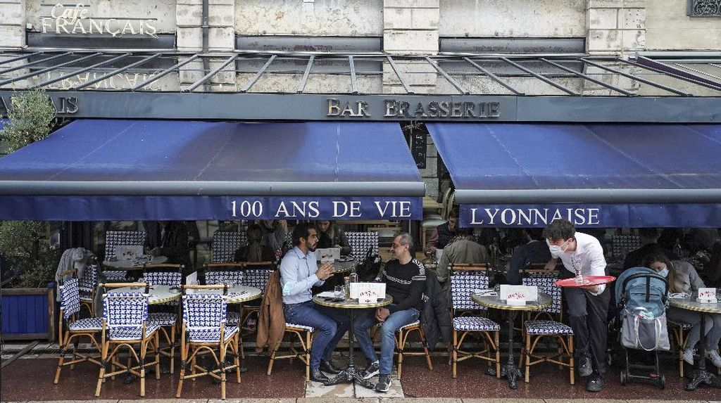 Kasus Covid-19 Turun, Warga Paris Kini Tak Wajib Pakai Masker