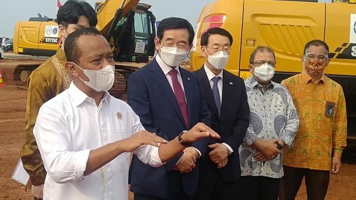 Menteri Investasi Bahlil Lahadalia di Kawasan Industri Batang