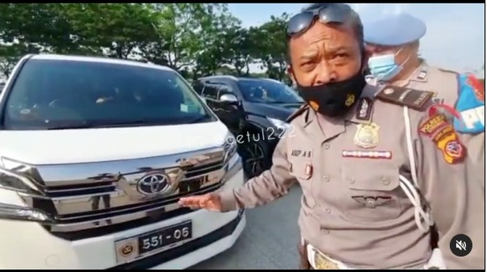 Mobil Pakai Pelat Khusus DPR