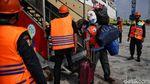 Momen Arus Balik Perdana Pemudik Kapal Laut di Jakarta