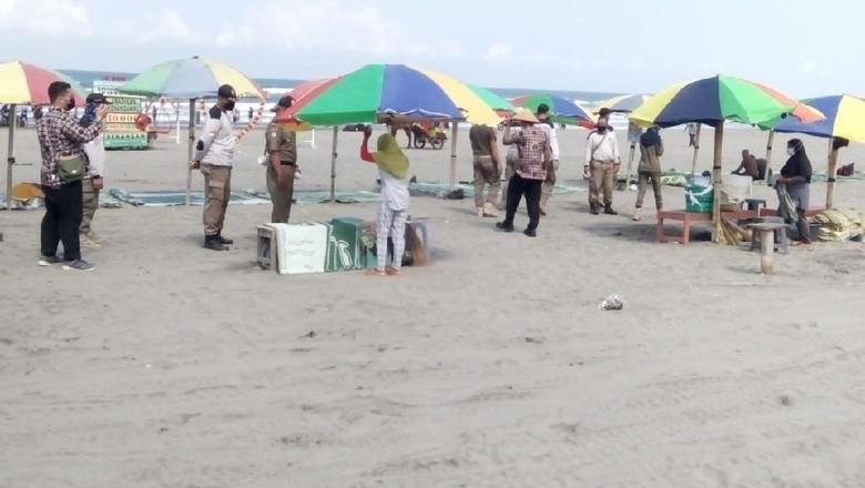 Pantai Parangtritis ditertibkan Satpol PP