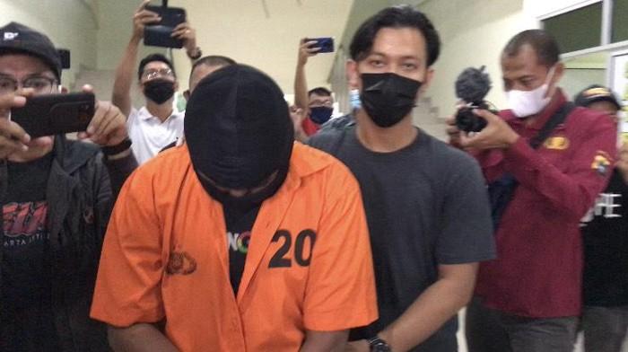 Pelajar berinisial IZ (16) ditangkap usai perbuatannya mencabuli bocah perempuan di masjid viral