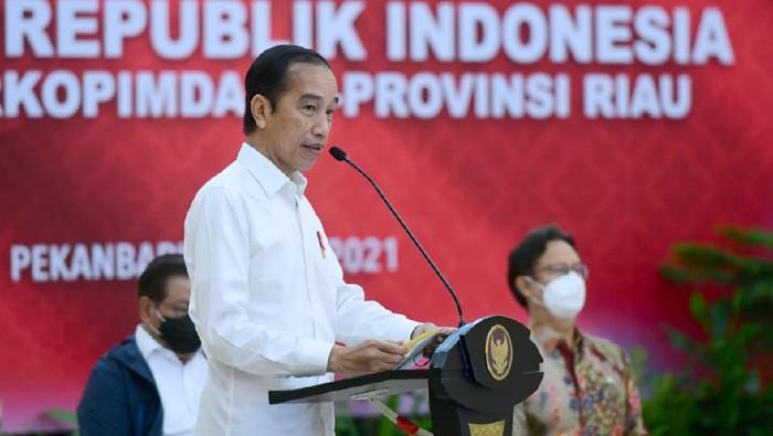 Presiden Jokowi memberi arahan penanganan covid di Riau.