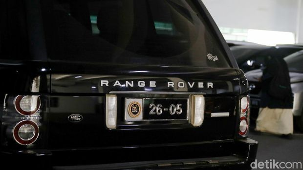 Anggota DPR RI kini memiliki pelat nomot khusus untuk kendaraan dinas. Dikhawatirkan penggunaan pelat ini membuat mereka melanggar lalu lintas tanpa ditilang.
