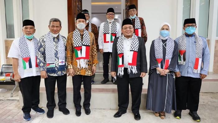 Ketua Umum PAN Zulkifli Hassan bertemu dengan sejumlah tokoh dan pimpinan ormas Islam. Pertemuan itu salah satunya membahas mengenai dukungan untuk Palestina.