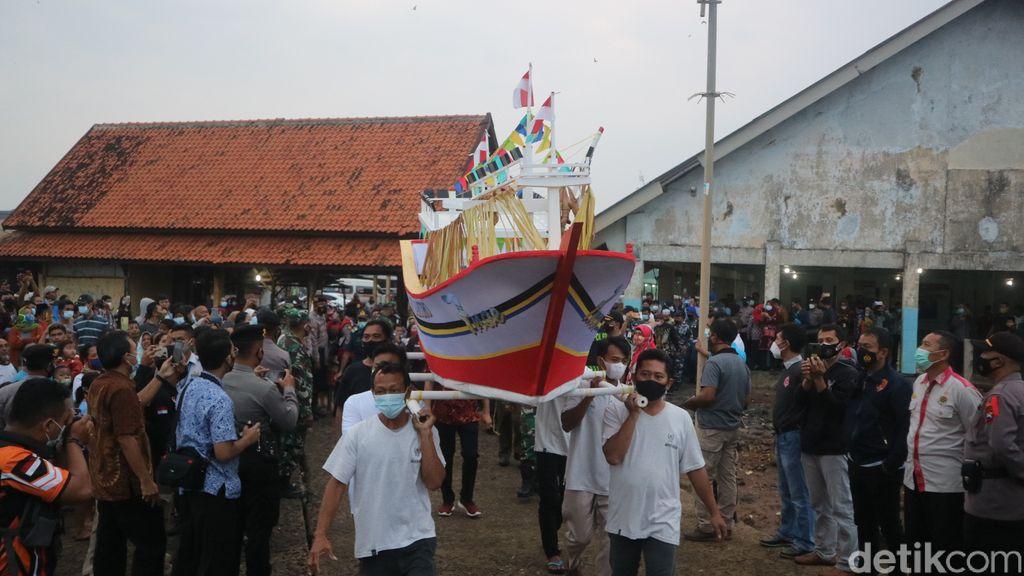 Tradisi sedekah laut di Jepara