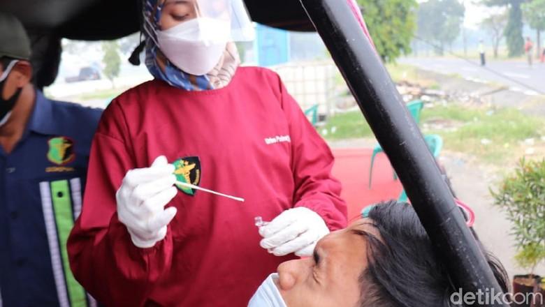 Tujuh orang pemudik dinyatakan reaktif saat rapid tes antigen di Cirebon