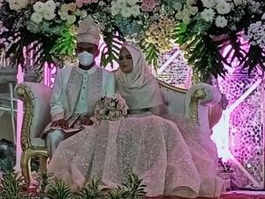 Penampilan Mewah Ustazah Fatimah, Istri Baru UAS Saat Resepsi Pernikahan