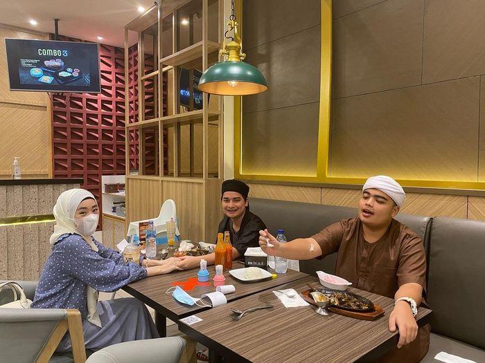 Segara Menikah, Ameer Azzikra tak Lagi Kulineran Sendiri