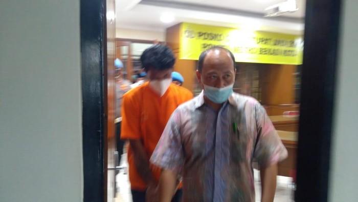 Anak anggota DPRD Bekasi, tersangka kasus pencabulan ABG berbaju tahanan