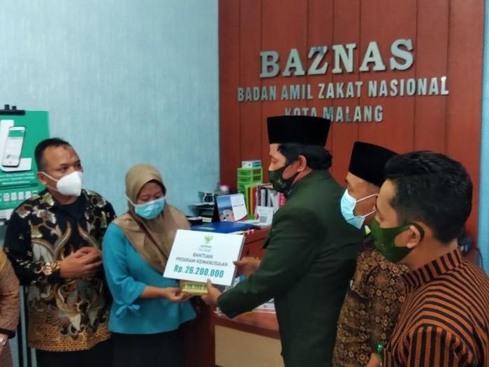 Baznas Serahkan Dana Lunasi Utang Guru TK di Malang yang Diteror 24 Devt Collector