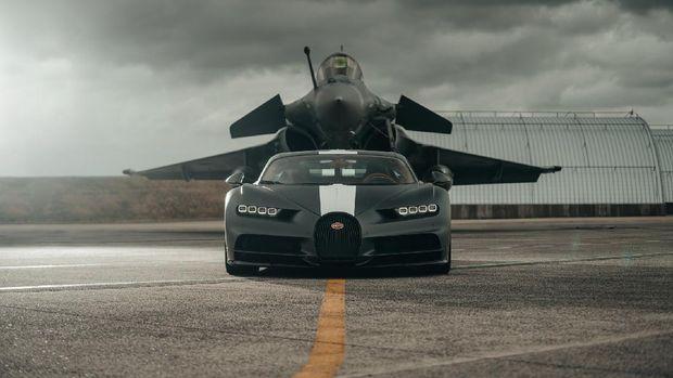 Bugatti Chiron vs Dassault Rafale