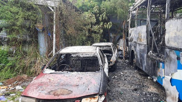 Kebakaran di Pos Transit Bus TransJakarta di Jaksel
