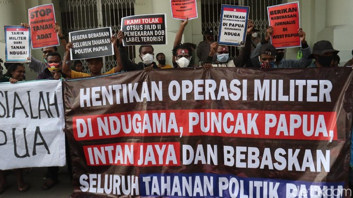 Massa Papua Demo di Bandung