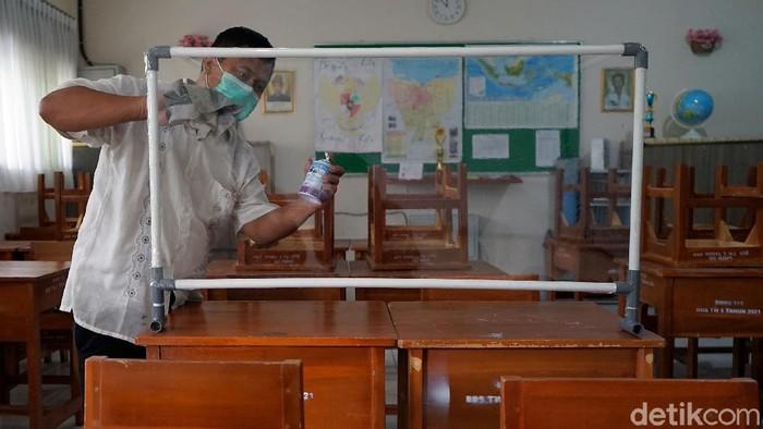 Penerimaan Peserta Didik Baru (PPDB) DKI 2021 akan dilaksanakan bulan Juni 2021. Sejumlah sekolah di Ibu Kota pun bersiap menjelang pelaksanaan PPDB DKI Jakarta