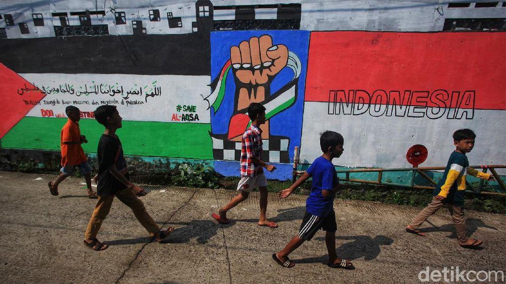 Mural Dukungan Untuk Palestina Mejeng di Depok