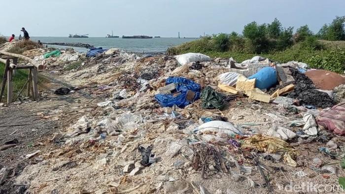 Pelabuhan Tegalsari, Kota Tegal, kumuh dan penuh sampah limbah