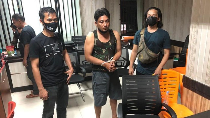 Pelaku pelemparan kepala anjing ke rumah pejabat Kejati Riau