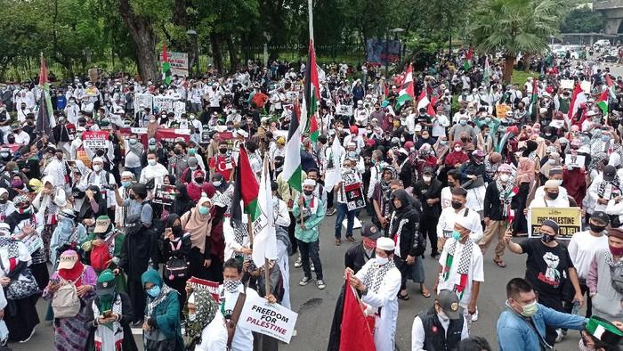 Penampakan massa aksi bela Palestina di Kedubes AS Pukul 13.32 WIB