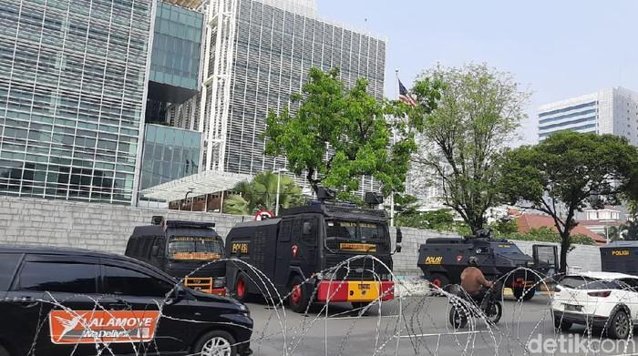 Pengamanan di depan Kedubes AS sebelum aksi bela Palestina, Jumat (21/5).