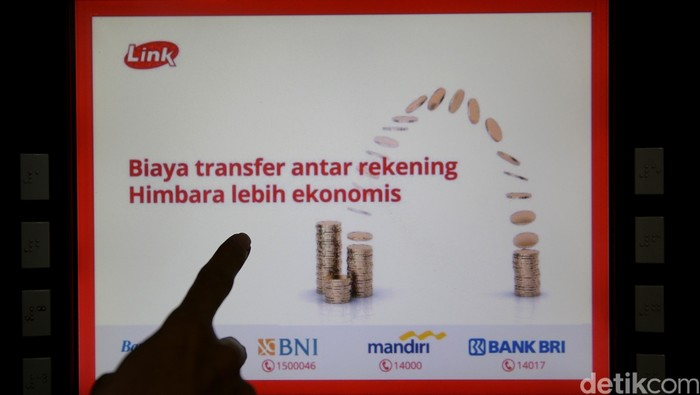 Mulai 1 Juni 2021, transaksi di ATM Link/Bank Himbara tak gratis lagi. Nantinya, transaksi di ATM Link akan dikenakan biaya mulai Rp 2.500 hingga Rp 5.000.