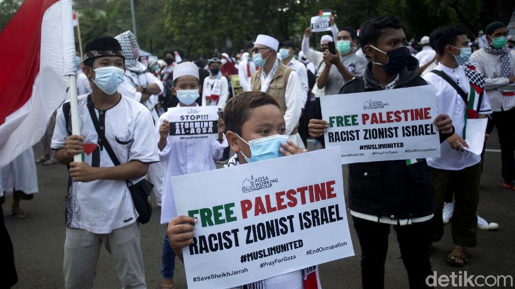 Potret Anak-anak Ikut Aksi Bela Palestina di Depan Kedubes AS