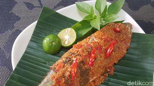 Resep Pepes Ikan Kembung Bumbu Merah Kemangi yang Gurih Sedap