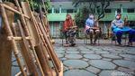 Semangat Para Lansia Berlatih Alat Musik Angklung