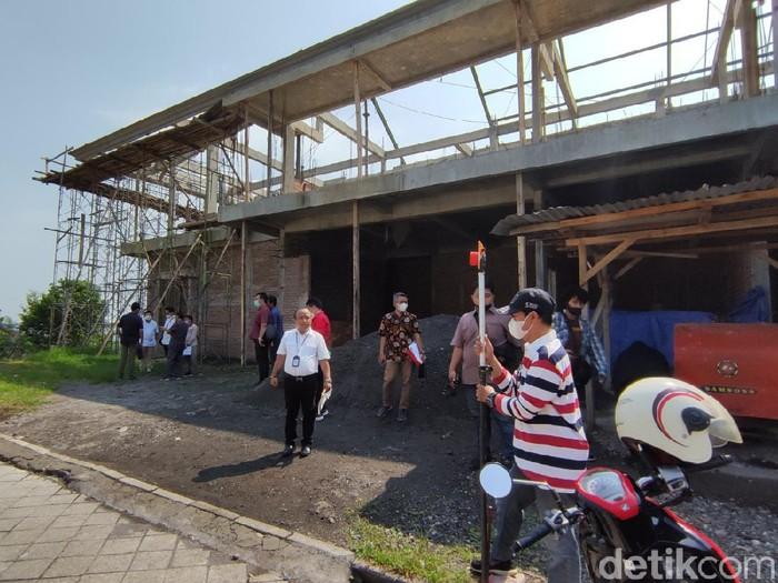 Sidang Lapangan di tanah yang jadi obyek gugatan eks Wali kota Semarang, Sukawi Sutarip, Jumat (21/5/2021).