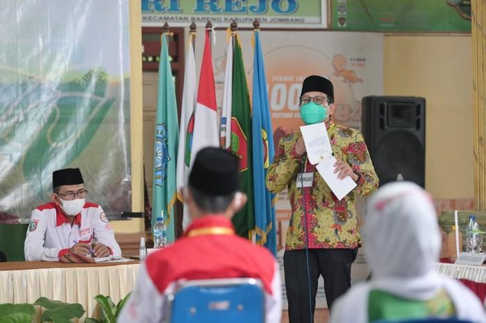 Menteri Desa, Pembangunan Daerah Tertinggal dan Transmigrasi (Mendes PDTT) Abdul Halim Iskandar meninjau pelaksanaan pemutakhiran data berbasis SDGs desa di Kabupaten Jombang, Jawa Timur. Setidaknya terdapat dua desa yang telah menyelesaikan pemutakhiran, yakni Desa Pakel dan Desa Pulosari.