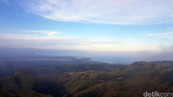 Bagi traveler yang ingin merasakan sensasi berwisata di alam terbuka, kawasan puncak Buttu Bendera bisa menjadi pilihan.