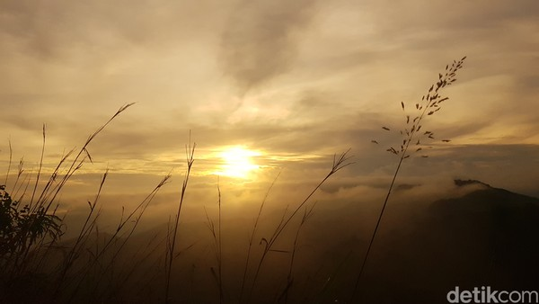 Keindahan panorama alam di puncak Buttu Bendera dapat dinikmati secara gratis.
