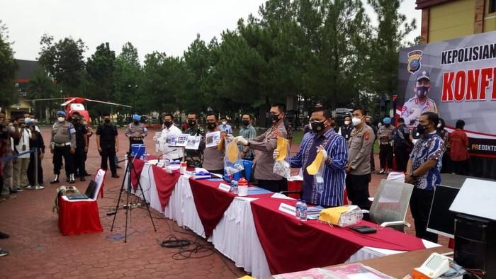 Konferensi Pers di Polda Sumut terkait kasus jual vaksin Corona secara ilegal (Datuk-detikcom)
