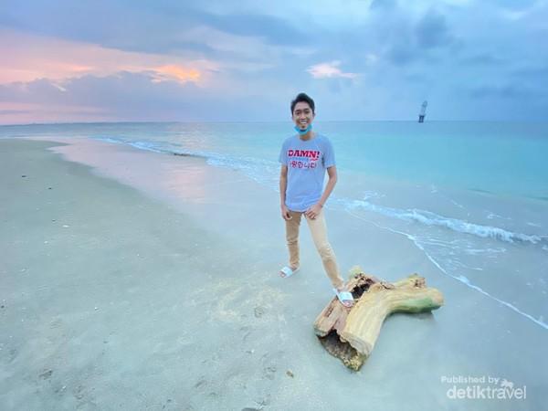 Terhipnotis senja di Pantai Senggigi