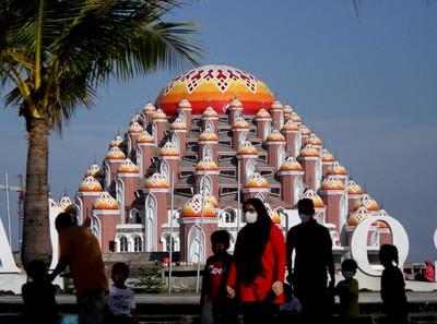 PPKM Makassar: Tempat Ibadah Tutup, tapi Tempat Pijat Buka