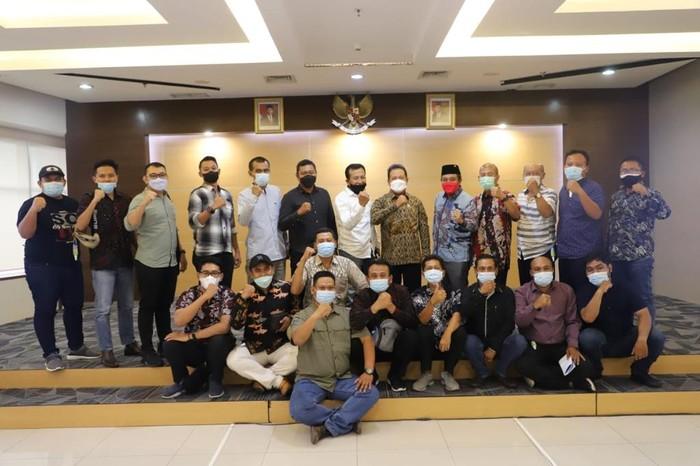 Menteri KP Trenggono saat bertemu puluhan perwakilan nelayan Kabupaten Pati, Jawa Tengah yang tergabung dalam Paguyuban Mitra Nelayan Sejahtera di Kantor KKP, Jakarta Pusat (21/5)