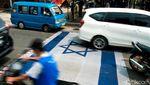 Bendera Israel Diinjak Massa Saat Aksi Bela Palestina di Tangsel