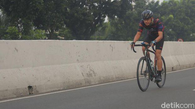 Gubernur Jawa Tengah Ganjar Pranowo turut menjajal JLNT Kampung Melayu-Tanah Abang (Agung Pambudhy/detikcom)