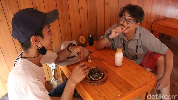 Kandang Susu mengklaim merupakan kafe satu-satunya yang mengusung konsep tempat seperti di kandang peternakan yang ada di Kota Bandung.