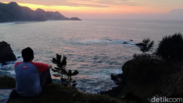 Setelah sampai di lokasi, semua kelelahan karena perjalanan akan terbayarkan dengan panorama yang menakjubkan. (Rinto Heksantoro/detkcom)