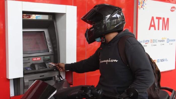 Sebanyak 45.000 mesin ATM Link tersebar di berbagai daerah Indonesia. Mesin ATM Link itu pun tersebar hingga ke pelosok desa terpencil di Tanah Air