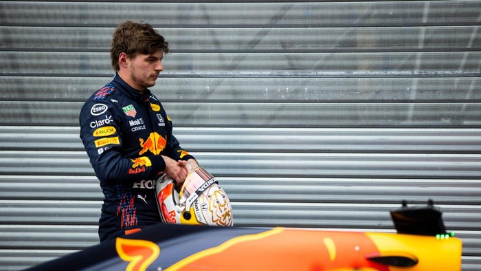 MONTE-CARLO, MONACO - MAY 22: Second place qualifier Max Verstappen of Netherlands and Red Bull Racing looks on in parc ferme during qualifying for the F1 Grand Prix of Monaco at Circuit de Monaco on May 22, 2021 in Monte-Carlo, Monaco. (Photo by Mark Thompson/Getty Images)