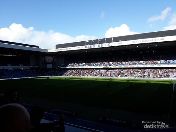 Suasana di dalam stadion Rangers FC