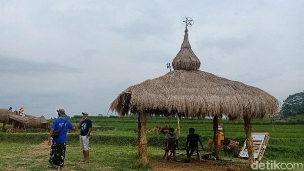 Tidak ada pungutan biaya untuk berkunjung ke sini. Hanya uang donasi seikhlasnya. Pihak desa menyediakan warung makan dengan menu tradisional seperti jajanan pasar, nasi jagung, pecel hingga nasi gaplek. (Uje Hartono/detikTravel)