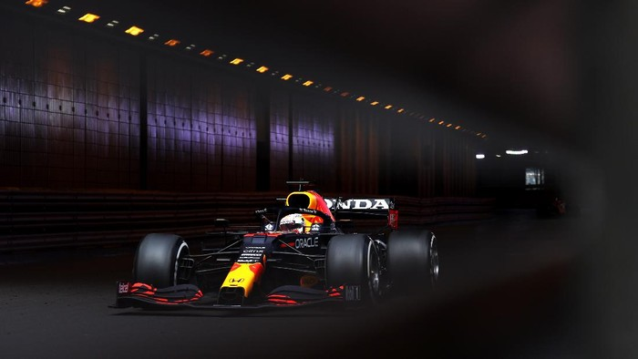 MONTE-CARLO, MONACO - MAY 23: Max Verstappen of the Netherlands driving the (33) Red Bull Racing RB16B Honda on track  during the F1 Grand Prix of Monaco at Circuit de Monaco on May 23, 2021 in Monte-Carlo, Monaco. (Photo by Lars Baron/Getty Images)
