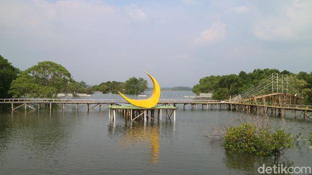 Wisata Hutan mangrove Glagah Wangi di Jepara