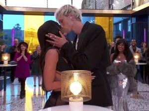 Aksi Megan Fox & Kekasih di Karpet Merah, Ciuman Sampai Julurkan Lidah
