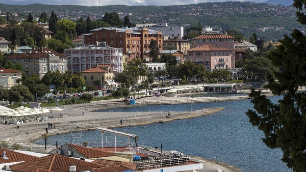 Kroasia telah membuka garis pantai Adriatiknya yang menakjubkan untuk turis dunia.