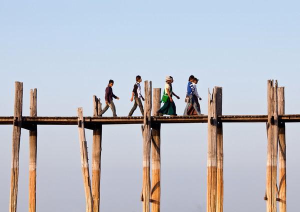 Selain tua, jembatan ini punya pesona yang magis, apalagi saat sunset tiba. (Getty Images/Istock)