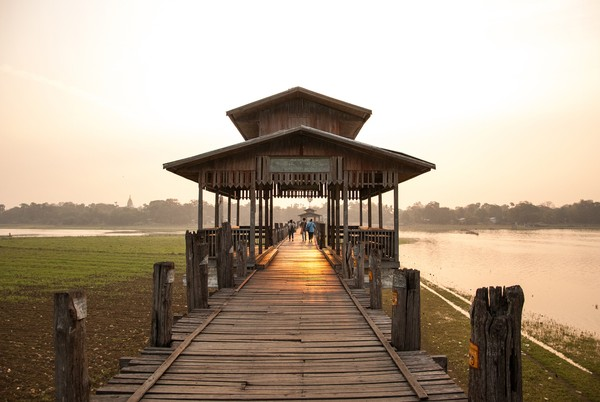 U Bein terletak di kota bersejarah Amarapura, Myanmar.(Getty Images/Istock)